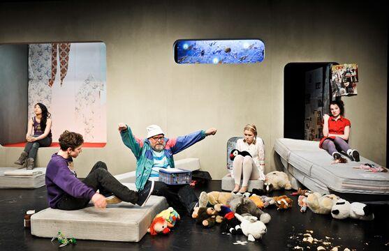 Kind ohne Zimmer, Eine Inszenierung des Kunden DT 2012, Foto: Arno Declair